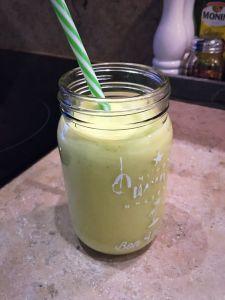 Vegansk smoothie med avokado